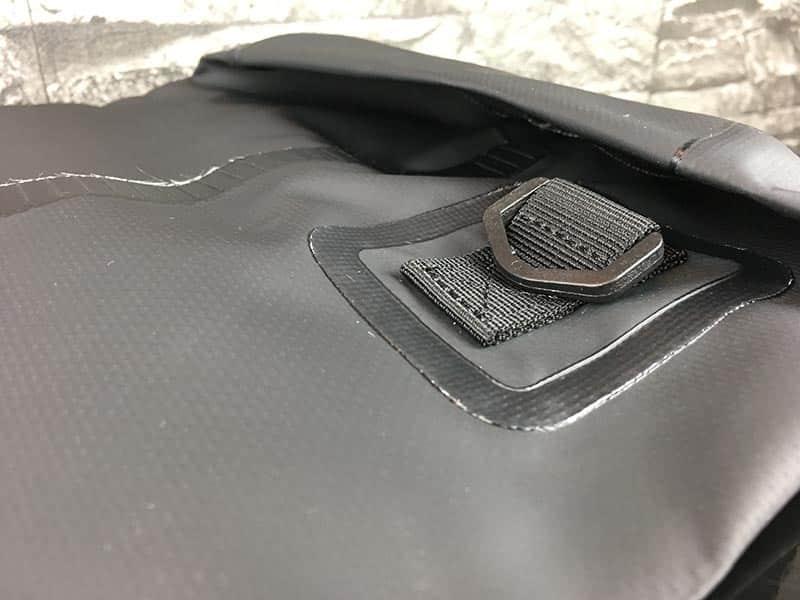 Dry Bag Test - wasserdichter Packsack DoYourOutdoor 10 Liter Schwarz Verarbeitung Naht