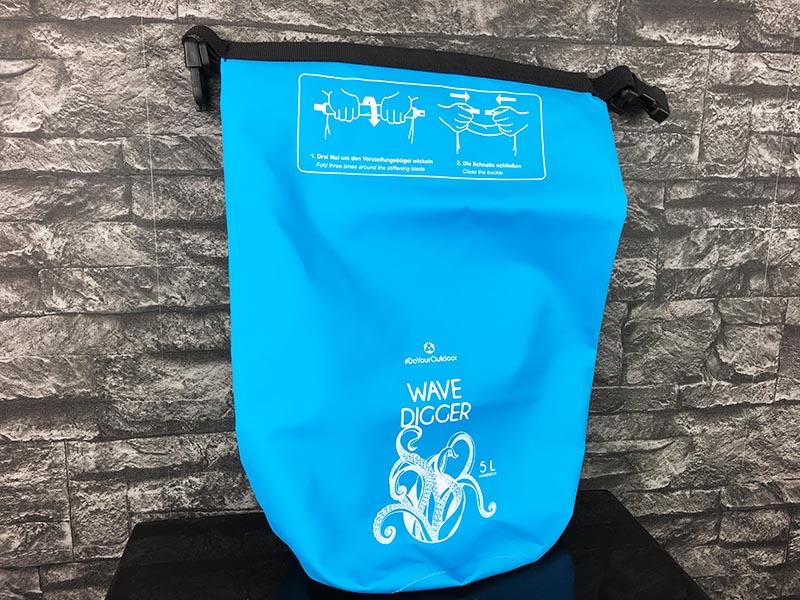 Dry Bag Test - wasserdichter Packsack DoYourOutdoor 5 Liter blau Gesamtansicht 2