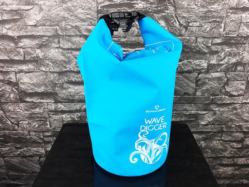 Dry Bag Test - wasserdichter Packsack DoYourOutdoor 5 Liter blau Gesamtansicht vorne